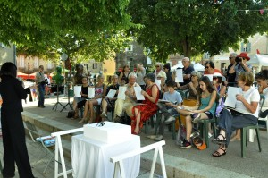 Public assistant à une performance de création en direct par Anca-Sonia - Festival Arts en Siagne - Saint-Cézaire (28/06/2015)