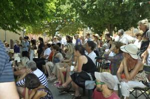 Public assistant à une création en direct d'Anca-Sonia. Festival Arts en Siagne - Saint-Cézaire - 28/06/2015